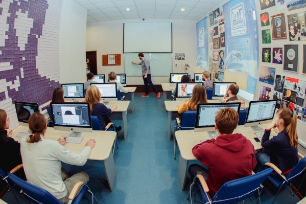 Жить в Бийске, работать в США: объявлен набор в международную компьютерную академию