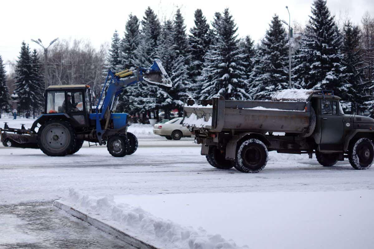 Администрация Бийска отчиталась об уборке снега днем 3 марта и ночью 4-го