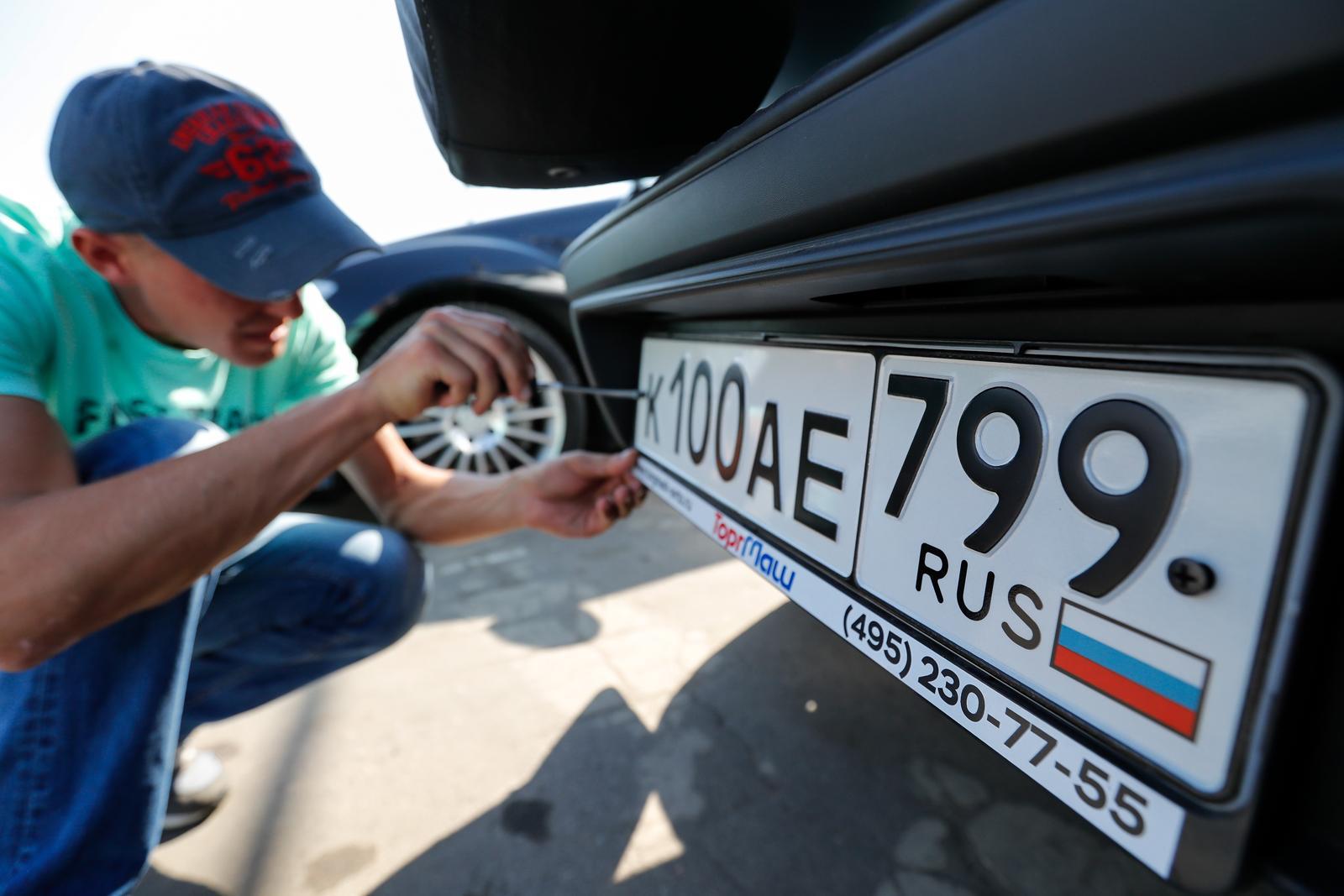 Российские автомобильные номера изменят форму и размер