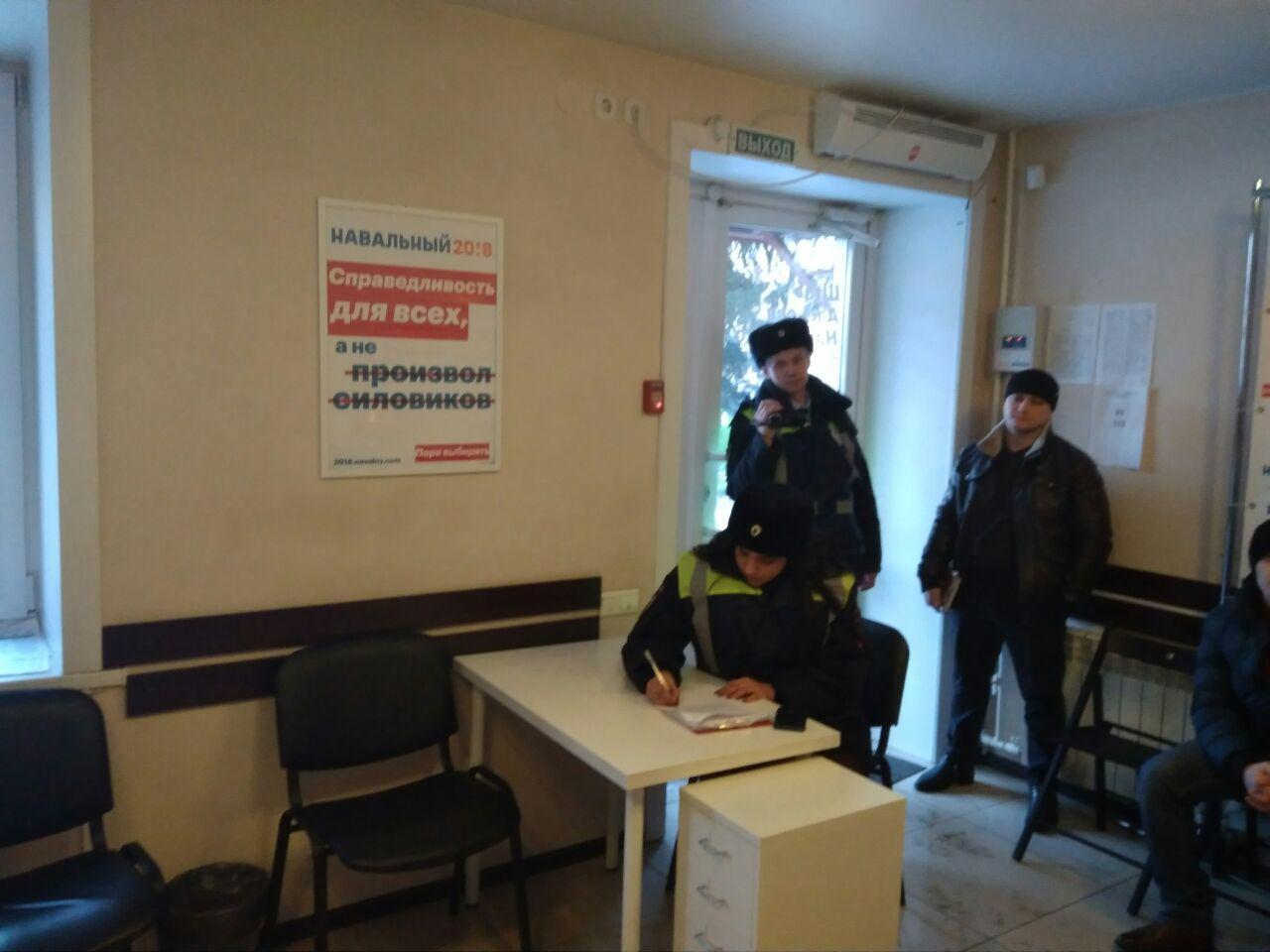 В бийском штабе Навального полиция провела обыск
