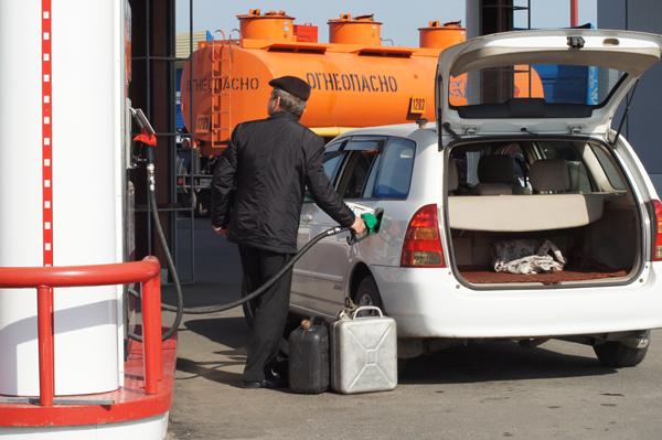 """""""Умерить"""" цены на бензин правительство намерено снижением акцизов"""