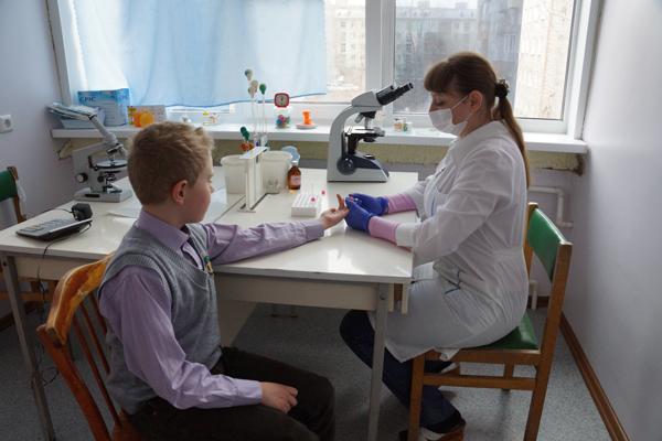 Детские поликлиники в Бийске будут укомплектованы необходимым оборудованием