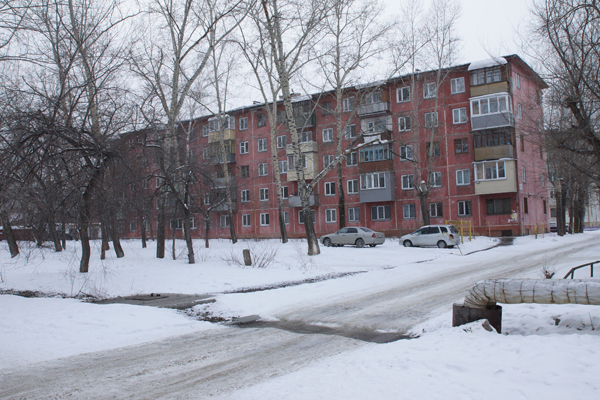 Проблемное соседство: Жильцы домов в переулке Липового ведут кампанию против новостройки