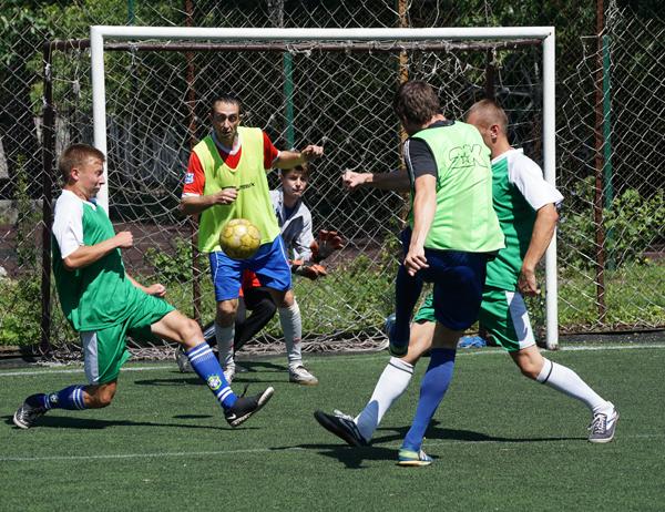 В Бийске проходят зональные розыгрыши чемпионата Алтайского края по летнему мини-футболу