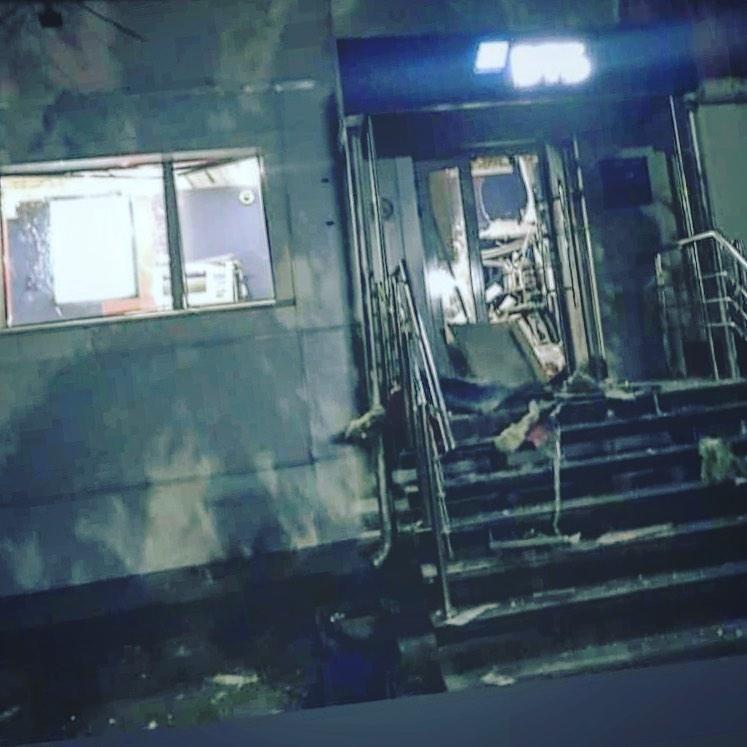 Преступник, ограбивший вчера офис ВТБ на Коммунарском, унёс почти 800 000 рублей
