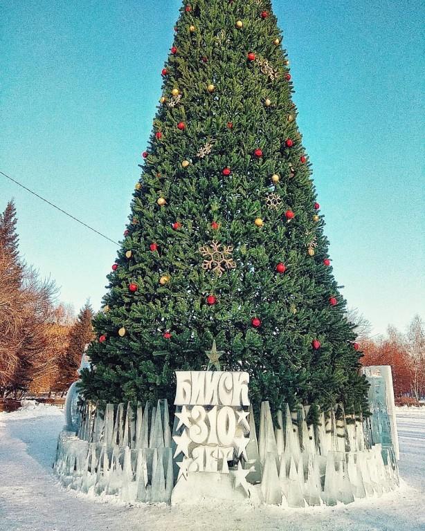 Искусственную елку на Петровском бульваре разберут после выходных 19 и 20 января