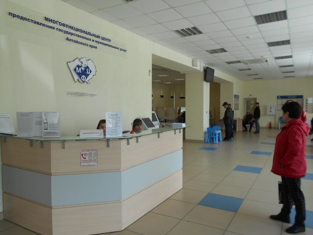 Руководство алтайских МФЦ договорилось со Сбербанком о размещении в окнах центров банковских терминалов