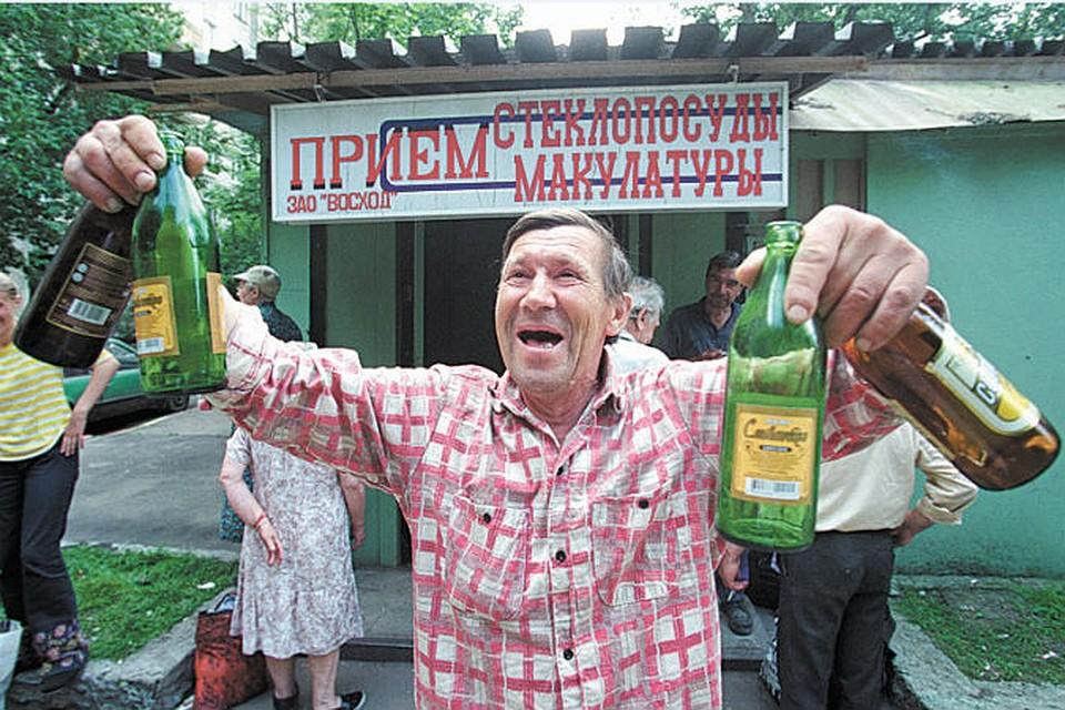 Дмитрий Медведев поручил обязать торговые сети принимать у населения бутылки