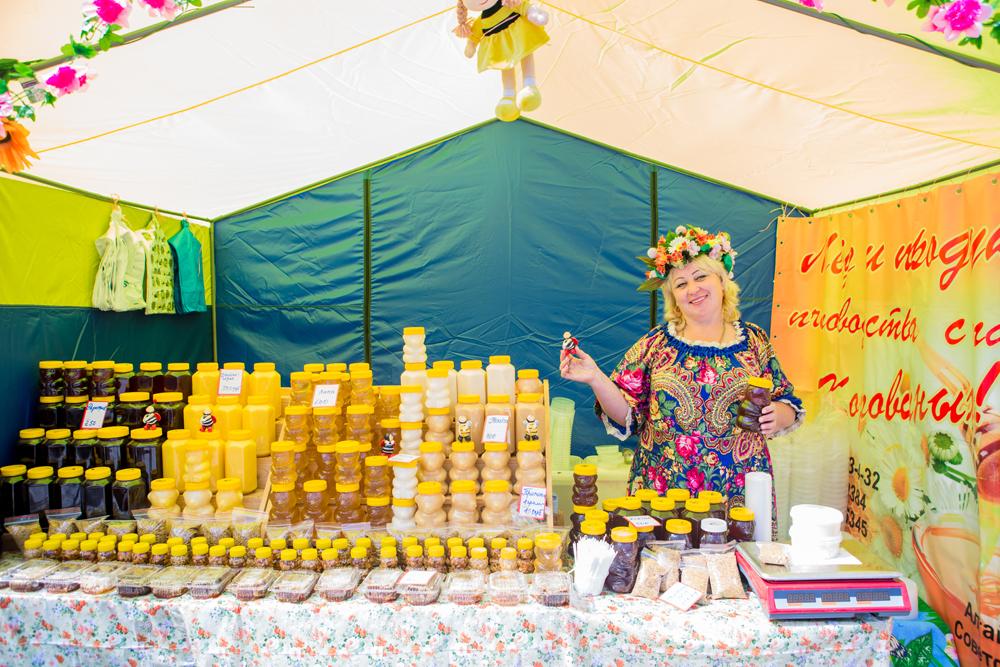 В Бийске уже в пятый раз проходит ярмарка «Медовый Спас на Алтае»