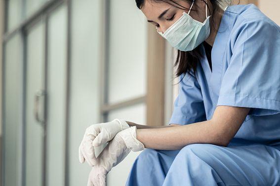 Минтруд и Минздрав разработали единый для всей России порядок оплаты труда врачей