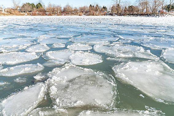 В Алтайском крае начали вскрываться реки