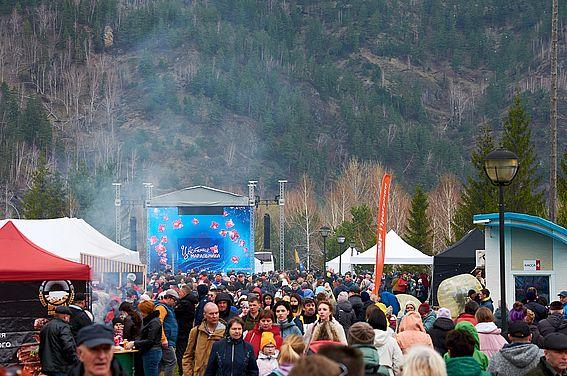 На Алтае после годичного перерыва провели праздник «Цветение маральника»