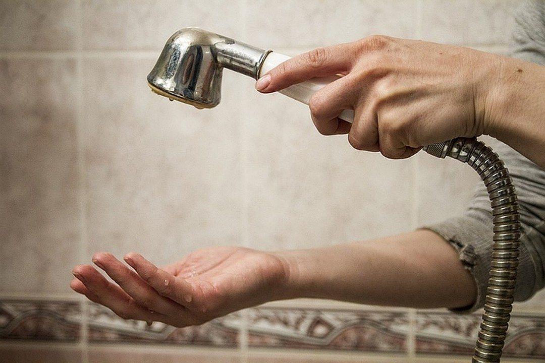 Завтра в двух районах города отключат горячую воду