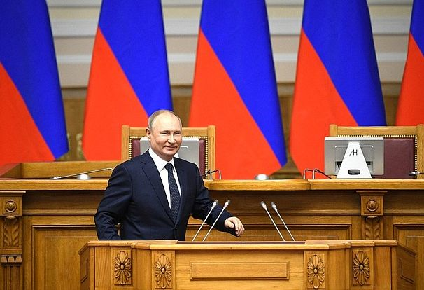 Владимир Путин подписал закон о запрете на иностранное гражданство и вид на жительство для госслужащих