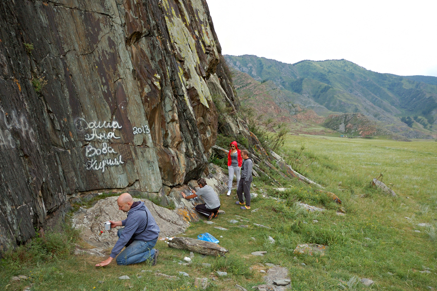 Добровольцы очистили гору Церковку в Белокурихе от надписей