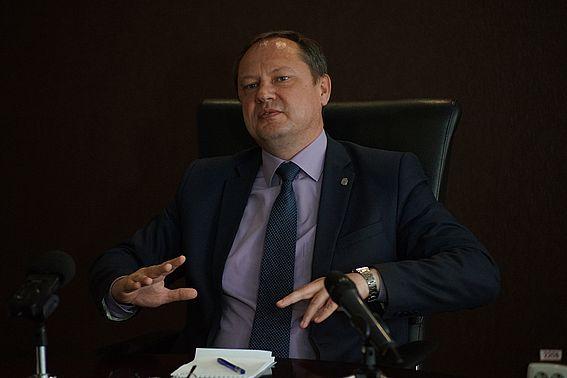 Мэр Бийска Александр Студеникин призвал торговые сети усилить соблюдение санитарных норм