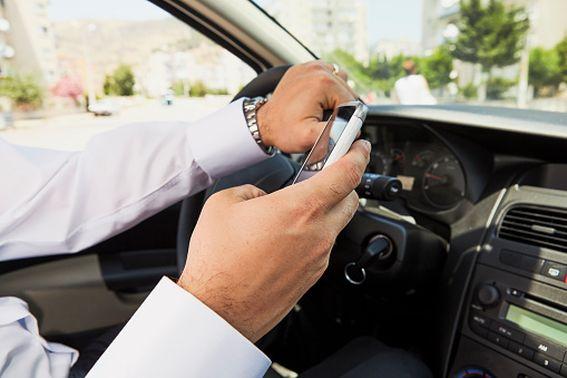 МВД готово внедрить камеры фиксации использования телефонов за рулем по всей России