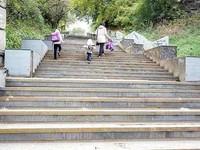 Лестницу на Зеленом клине обещают отремонтировать до ноября