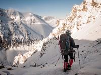 В алтайских горах обнаружили заледеневшее тело альпиниста, пропавшего 4 года назад
