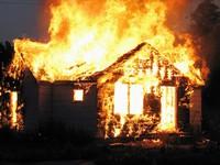 7-летний мальчишка пелена вылезть изо горящего дома, а его старуха равно братец погибли во огне