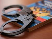 Переодевшись в форму полицейского и угрожая оружием, вымогатель требовал 2 млн рублей