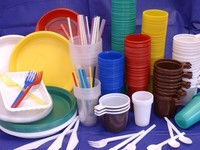 Запрет на одноразовую посуду из пластика готовятся ввести в России