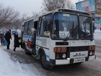 В Бийске один водитель автобуса сломал второму руку за обгон