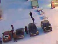 В Бийске разыскивают мужчину, повредившего топором три автомобиля