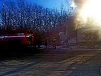 Из-за механической неисправности грузовик загорелся прямо на ходу