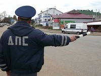 В Алтайском крае водителей без опознавательных наклеек на авто будут штрафовать