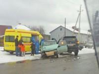 Невнимательная автоледи стала участником аварии, в которой пострадали дети
