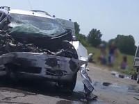 Серьезная авария на алтайской трассе — машины разорвало и покорежило