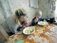 Семьи Алтайского края одни из самых бедных в России