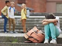 Семиклассницу из Барнаула избили ее одноклассницы, надругались над ней, снимая все на телефон и рассылая видео