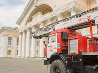 Бийским школьникам провели «открытый урок» с выставкой пожарной техники