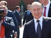 Владимир Путин подписал закон, позволяющий ему вновь претендовать на пост президента
