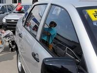Россиянам без ноги разрешили водить автомобили с ручным управлением