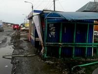 Бийский водитель без прав в алкогольном опьянении снес остановку на Шишкова