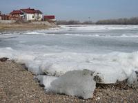 Алтайские спасатели напоминают о запрете выезда на лед