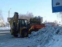 В ближайшее время дорожники активизируют работу по вывозу снега с уличных обочин