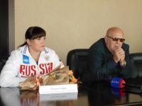 В администрации состоялась пресс-конференция с бийской спорстменкой Софьей Оксём и ее тренером Владимиром Замятиным