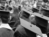 Минобрнауки рекомендовало вузам провести выпускные онлайн
