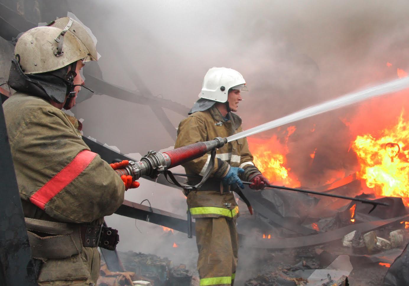 В Бийске при пожаре погибла пенсионерка. Ее дочь и трое внуков в больнице