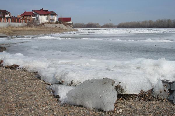 МЧС: Выход на лед по-прежнему запрещен