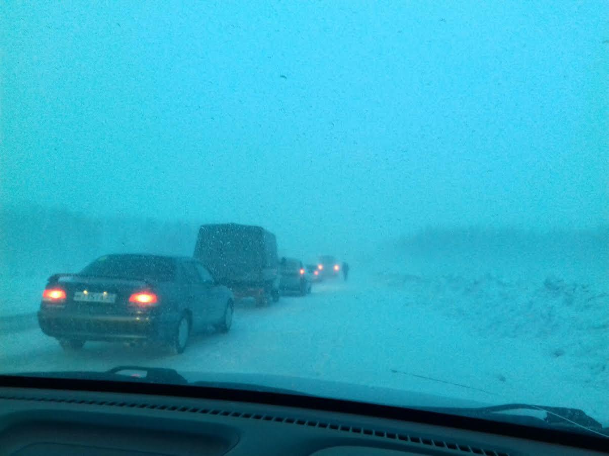 На трассах Алтайского края во время сильных морозов будут круглосуточно дежурить дорожники