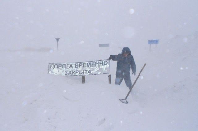 В Алтайском крае остается перекрытыми 1 федеральная трасса и 13 участков дорог регионального значения