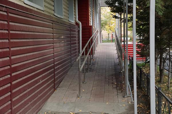 Администрация города: В Бийске инвалидам обеспечен доступ к 55 социальным объектам