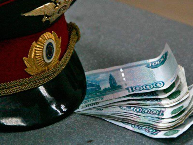Жителя Бийска привлекут к уголовной ответственности за взятку полицейскому
